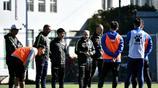 德拉甘帶領崑山FC足球俱樂部,在昆明海埂基地進行第一堂訓練課
