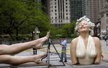 世界最難堪雕像,花費500萬建成,只因遊客這一舉動,僅300天被拆