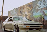 《頭文字D》細節控的豐田AE86雙門改裝版,卡羅拉的前世兄弟。