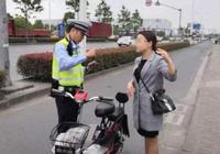 行人不走人行道、助動車逆行、違法載物……交警在全市多個路口嚴查這些交通違法