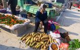 實拍濟南柳埠大集上的擺攤人,感受正在老去的農村