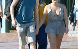 阿芮爾·溫特跟男朋友逛樂園,兩個人手牽手一刻不分開!