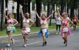 """""""粉紅蓬蓬裙跑""""、""""狂歡聖誕跑"""" 原來跑步比賽也能這麼有趣"""