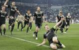 歐冠八強阿賈克斯淘汰尤文圖斯,賽後阿賈克斯球員高興慶祝