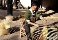 農村母親拖病編竹籮掙了100塊,不捨得治病,只想給娃買點肉吃,你怎麼看?