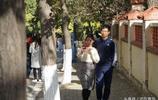 青島八大關景區秋色醉人,美女扎堆來拍寫真,連老外也來賞秋景