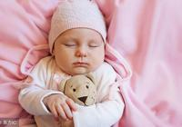 寶寶應該跟誰睡?育嬰師說,不是睡在大床,也不是嬰兒床