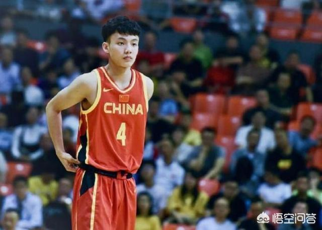 廣東19歲後衛徐傑受傷,被隊醫報下場送往醫院,他的傷情如何了?