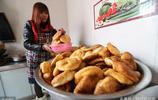 農村婦女自掏腰包請村裡老人喝臘八粥,網友感嘆:凡人大愛,點贊