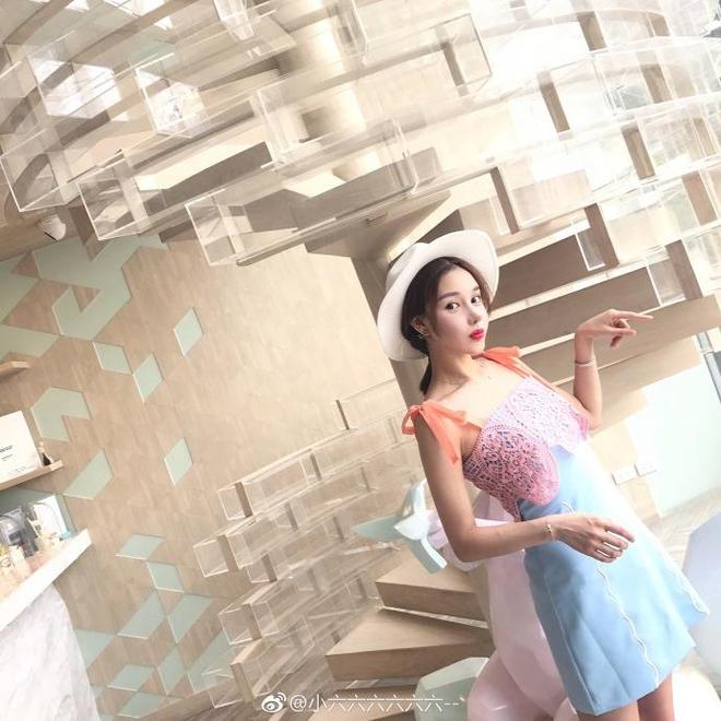 長腿美女小六晒圍裙照,網友卻表示她哪頂白帽子好看!