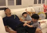 陳建州賴床叫不醒 被兒子一掌拍在尷尬位置