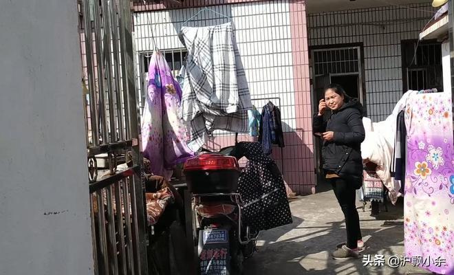 四川打工小夫妻在上海打工 500元能租到什麼樣的出租屋 心酸了!