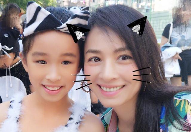 張庭女兒家菱照片,笑容甜美活潑可愛,母女同框似一對好姐妹
