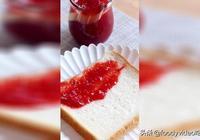 草莓季當然少不了百搭的草莓醬,香甜可口,配吐司超好吃!