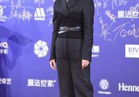 宋佳紅毯一身黑色西裝,意外顯胖不少,網友:這也太不合身了!