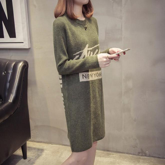 50歲女穿火了沒腰身的針織裙,顯瘦的毛衣裙也將被28歲女穿爆