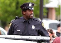 會打籃球、能抓罪犯、擅長教育熊孩子!當警察,奧尼爾是認真的
