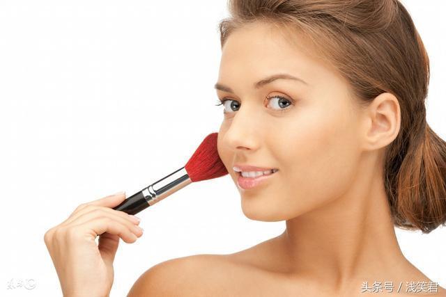 塗抹化妝品需謹慎 簡單幾招教你預防化妝品過敏