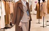 原以為蔣欣穿焦糖色大衣已經很美了,但看到劉濤穿的,我愣住了