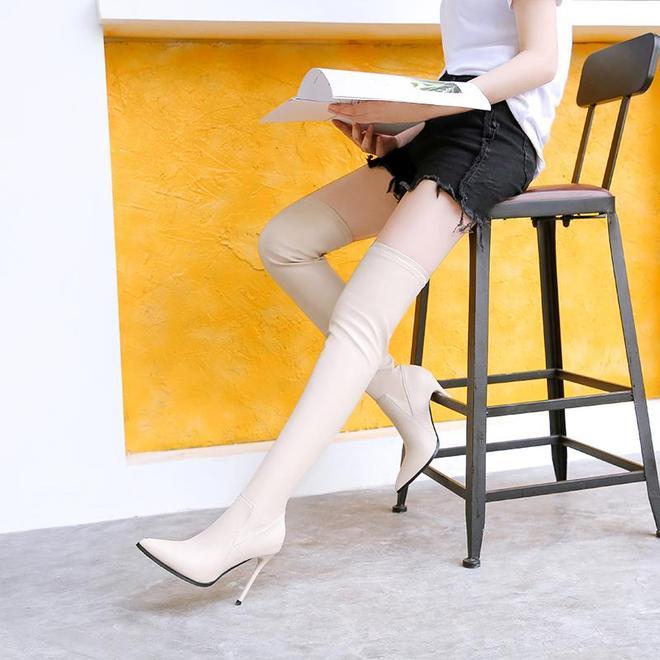 """""""腿精""""們,過膝長靴準備了嗎?短褲+膝靴,迷人細腿不止一點"""