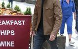 邁克爾·法斯賓德街拍,卡其色夾克經典英倫風造型,男神範十足