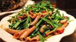 海邊宴請客人就是這樣幾個硬菜足夠,昨晚新鮮出爐的一桌海鮮大餐組合,可以沒有肉沒有蔬菜