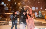 暴雪來了!市民凌晨不回家鐘樓旁拍雪 等出租市民瞬間白了頭