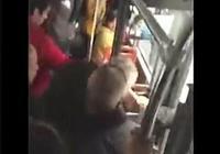 今天坐公交車,有一大爺暗示我讓座,我沒讓,做錯了嗎?