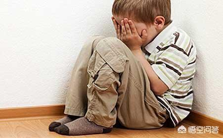 """當孩子出現""""脾氣大""""、""""膽子小""""、""""哭鬧""""等,令家長不滿意的行為和表現時,家長該怎麼做?"""