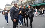 巴西球星國家隊隊長內馬爾亮相巴黎時裝週,保鏢環衛派頭十足