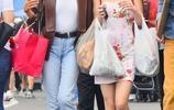 強尼·戴普的女兒 跟好友出門逛街,18歲的她十分天真爛漫!