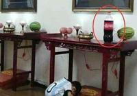 """為什麼德雲社""""後臺""""侯耀文遺像旁永遠放著一瓶可樂?"""