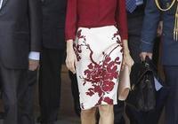 女人穿花裙怎樣配鞋子?看看西班牙王后這樣搭,看著協調,還高貴