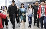 65歲不老女神趙雅芝現身上海機場,一女子貼身相伴,彪形大漢保護