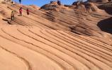 中國陝北波浪谷奇特的地貌 紅色石頭像泥石流呈現出流水狀 美極了
