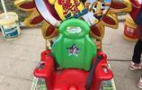 實拍公園幼兒遊戲車,家長帶孩子來玩,隨便玩一會就會花掉幾十塊