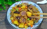 夏日懶人福利,土豆臘腸燜飯,只要一個電飯鍋,飯菜一鍋超好吃