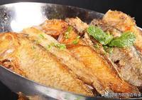 這種魚是漁民在海上為了簡便做出來的,現在成了大排檔裡的招牌菜