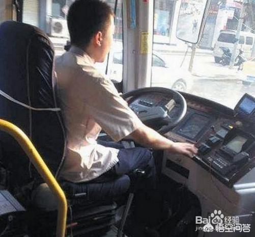 我是c1本,開自動擋車有五年了,想再考個公交車證,這怎麼考?好考嗎?