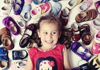 誰說童鞋能穿就行?童鞋挑選有講究,小心這幾種鞋子害了你的孩子