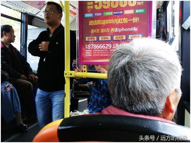 武漢,七旬婆婆挑百斤重擔去賣菜,乘客感嘆不簡單