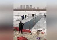 視頻|五旬男子鑿冰冬泳後失聯 次日遺體被打撈上岸