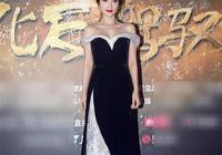 李小璐這身性感連衣裙簡直太美啦