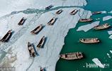 大連:漁民破冰耕海運輸忙 半冰半海美景如畫