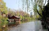唯一由泉水彙集而成的護城河,連接四大泉群,景色宜人,媲美江南