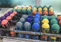 """孩子從泰國超市裡買了一個""""驚聲尖叫蛋"""",您猜蛋裡面都藏著啥?"""