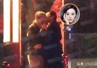 范冰冰深夜拜訪華誼疑似復出   臨別前與一老人吻別!