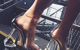 """果凍鞋、奶奶鞋靠邊!今夏最火的鞋是""""膠片鞋"""",潮人才會穿"""