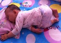 孩子睡覺踢被子,不止因為熱!這種原因家長也要重視,別影響發育