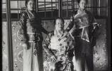 百年前老撾王室女性老照片,老太后和自己的四位公主,如中國財主